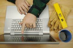 Contractant op Laptop royalty-vrije stock foto