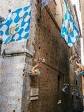 contrada是一个区或者一个病区,在意大利市锡耶纳内 库存照片
