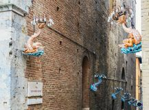 contrada是一个区或者一个病区,在意大利市锡耶纳内 免版税库存照片