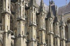 Contrafortes da catedral, reims imagem de stock