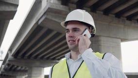 Contramestre que fala no telefone celular Foto de Stock Royalty Free