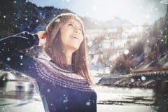 Contrario de la muchacha del adolescente de la pista de patinaje de hielo, al aire libre Forma de vida sana Imagen de archivo libre de regalías