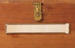 Contrassegno in bianco sulla vecchia casella di legno Fotografie Stock