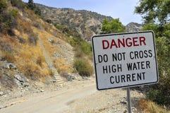 Contrassegno dell'alta acqua del pericolo Fotografie Stock Libere da Diritti