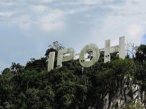 Contrassegno della città di Ipoh in cima ad una collina del calcare fotografia stock libera da diritti