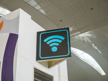 Contrassegno di WiFi all'aeroporto Fotografia Stock Libera da Diritti
