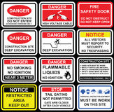 Contrassegno, icone e s d'avvertimento di sicurezza del sito della costruzione di edifici Fotografia Stock