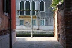 Contrast av lampa i Venedig Italien Arkivbild