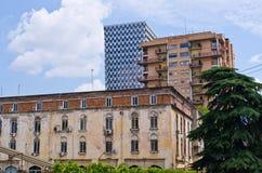 Contrast tussen oude en nieuwe gebouwen Royalty-vrije Stock Afbeelding