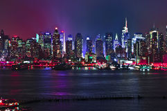 Contraste alto lateral 2016 do defintion de New-jersey da noite da skyline de New York Fotos de Stock Royalty Free