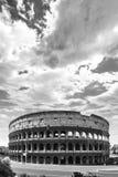 Contraste alto preto e branco de Roman Coliseum antigo em Roma, Itália Fotos de Stock