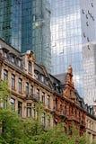 Contraste arquitectónico foto de stock royalty free