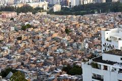 Contraste de la pauvreté et de la richesse au Brésil image libre de droits