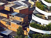 Contraste de la richesse et de la pauvreté Photographie stock libre de droits