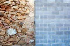 Contraste entre los estilos de la pared fotos de archivo libres de regalías