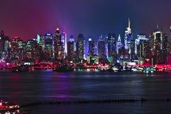 Contraste lateral 2016 del defintion de New Jersey de la noche del horizonte de Nueva York alto Fotos de archivo libres de regalías