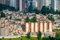 Ciudad de chabola en la ciudad de Sao Paulo imágenes de archivo libres de regalías