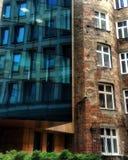 Contraste, torre de Moniuszki e o gueto de Varsóvia permanece imagens de stock royalty free