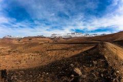 Contrasten van de Sneeuw van de Landweg van het Terrein van de berg de Zwarte Royalty-vrije Stock Afbeelding