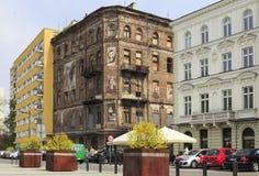 Contrastes em Varsóvia, quadrado de Grzybowski Fotografia de Stock Royalty Free