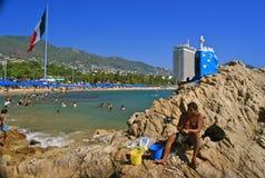 Contrastes: Quadril e vida simples em Acapulco, México fotografia de stock