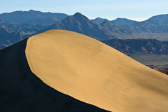 Contrasting Sand Dune Ridge and Mountains Royalty Free Stock Photos