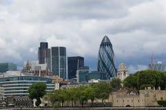 Contrasto fra antico e moderno a Londra Fotografia Stock Libera da Diritti