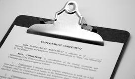 Contrat de concept d'affaires sur un presse-papiers Images libres de droits