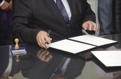 Contrat de signature photographie stock