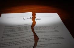 Contrat sur le bureau Photo libre de droits