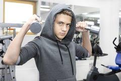 Contratan al adolescente a aptitud del poder Fotografía de archivo