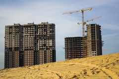 Contratante complexo residencial do colaborador da construção nova do empréstimo hipotecário imagens de stock royalty free