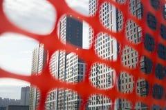 Contratante complexo residencial do colaborador da construção nova do empréstimo hipotecário fotos de stock