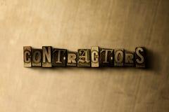 CONTRATANTES - close-up vintage sujo da palavra typeset no contexto do metal ilustração stock