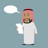 Contrato árabe pensativo da leitura do homem de negócios Imagem de Stock Royalty Free