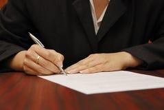 Contrato de assinatura imagens de stock