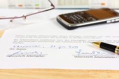 Contrato de empleo alemán Imagen de archivo libre de regalías