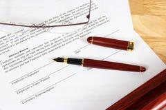Contrato de emprego Imagens de Stock