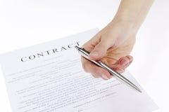Contrato de firma Fotos de archivo libres de regalías