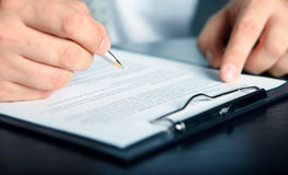 Contrato de firma de las finanzas Foto de archivo