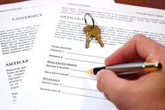 Contrato de la venta casera Imagen de archivo libre de regalías