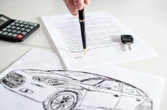 Contrato de vendas do carro Fotos de Stock