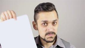 Contrato farpado irritado do cancelamento do homem de negócios video estoque