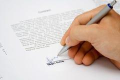 Contrato firmado a mano Foto de archivo libre de regalías
