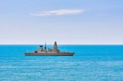Contratorpedeiro da defesa aérea no mar Fotos de Stock