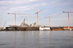 Contratorpedeiro na estação naval Norfolk, Virgínia fotografia de stock royalty free