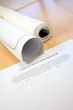 Contratto e cianografie del bene immobile Fotografia Stock Libera da Diritti