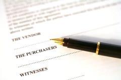 Contratto e penna Fotografia Stock Libera da Diritti