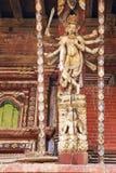 Contrefiche artistique de toit, temple de Chaangu Narayan, Népal Image libre de droits