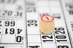 Contro bingo di numero uno contro le schede Fotografie Stock